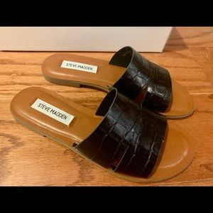 NWT Steve Madden Alexandra Black croc sandals